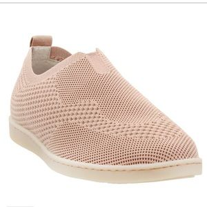 Born Womens Antero Blush Sz  11M Slip On Sneakers